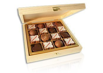 Wooden box with logo pralines