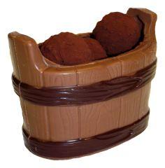 Weinbottich aus Schokolade gefüllt mit Truffes